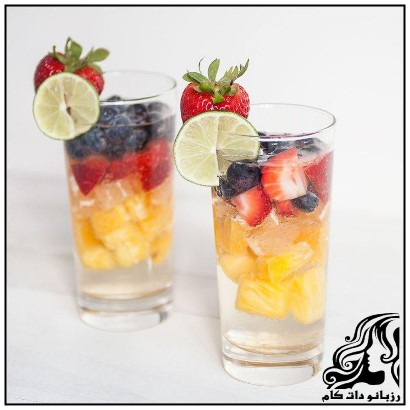 کوکتل شربت و تکه های میوه