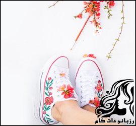 نقاشی روی کفش اسپرت با طرح گل و برگ