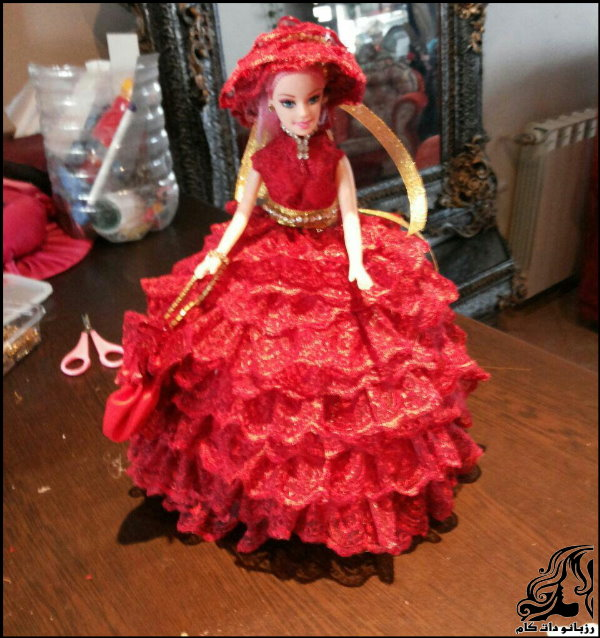 http://up.rozbano.com/view/2742439/Making%20dolls%20with%20bottles-17.jpg