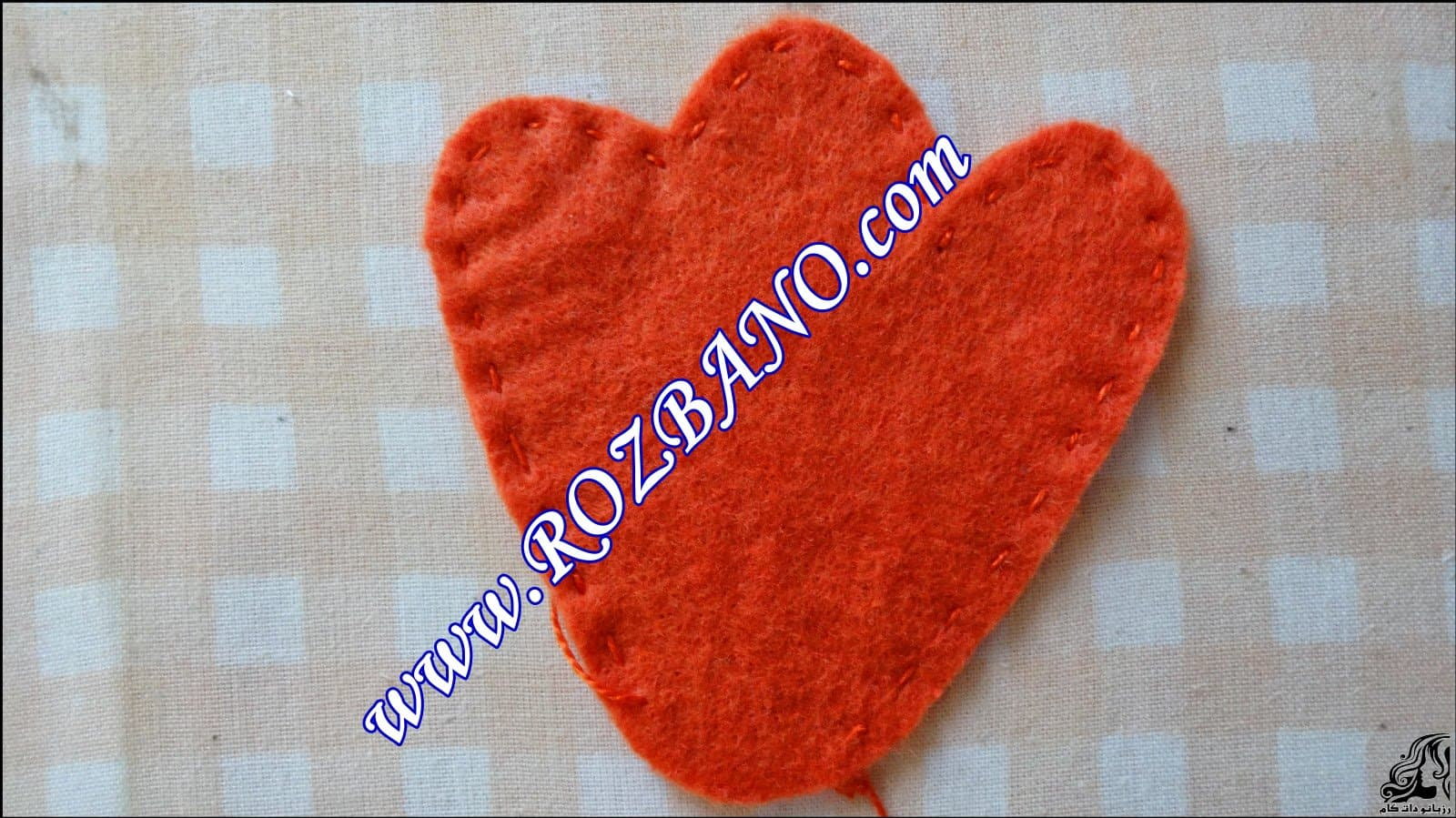 http://up.rozbano.com/view/2844090/Clamp%20Curtain%20Rooster%20Felt-03.jpg