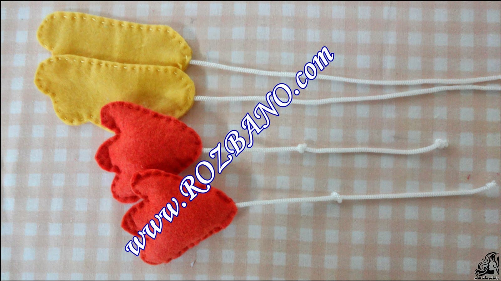 http://up.rozbano.com/view/2844092/Clamp%20Curtain%20Rooster%20Felt-05.jpg