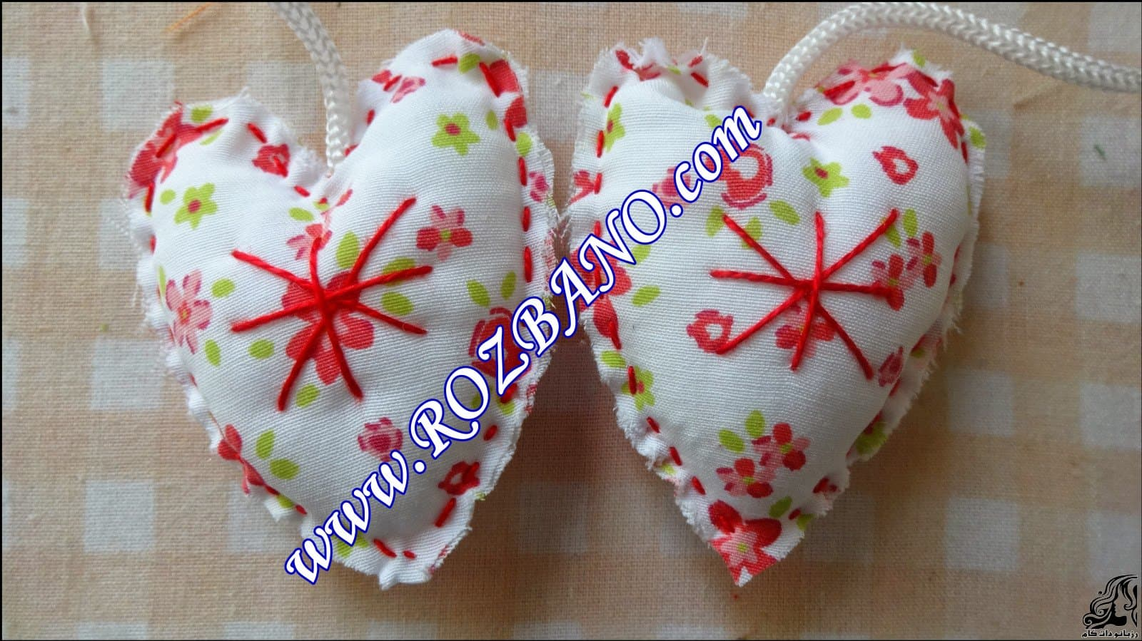 http://up.rozbano.com/view/2844095/Clamp%20Curtain%20Rooster%20Felt-08.jpg