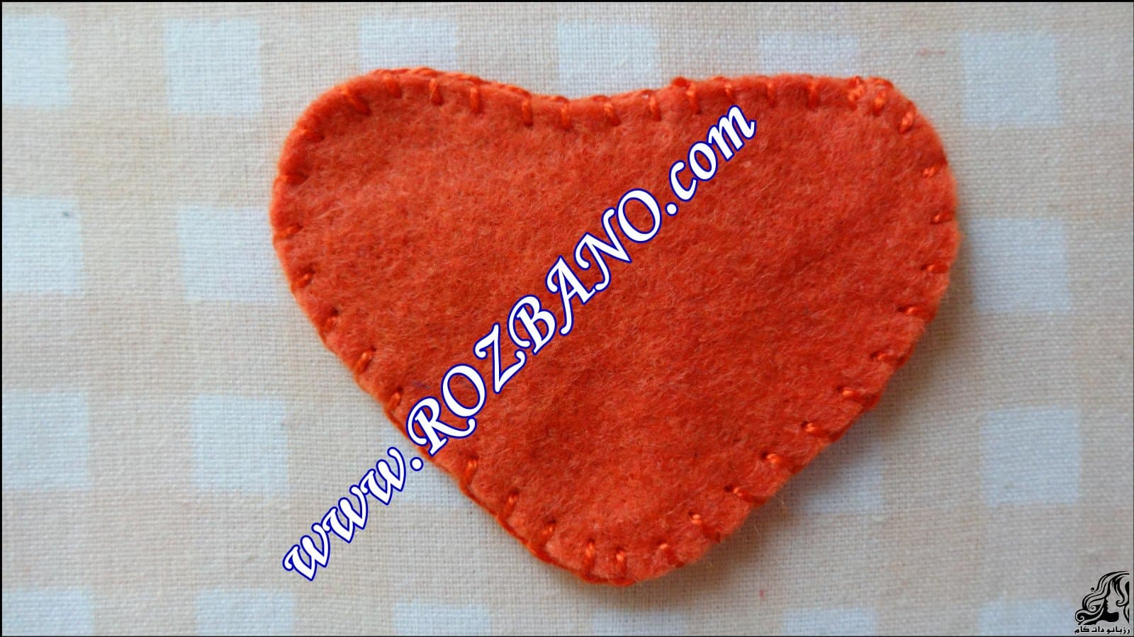 http://up.rozbano.com/view/2844096/Clamp%20Curtain%20Rooster%20Felt-09.jpg