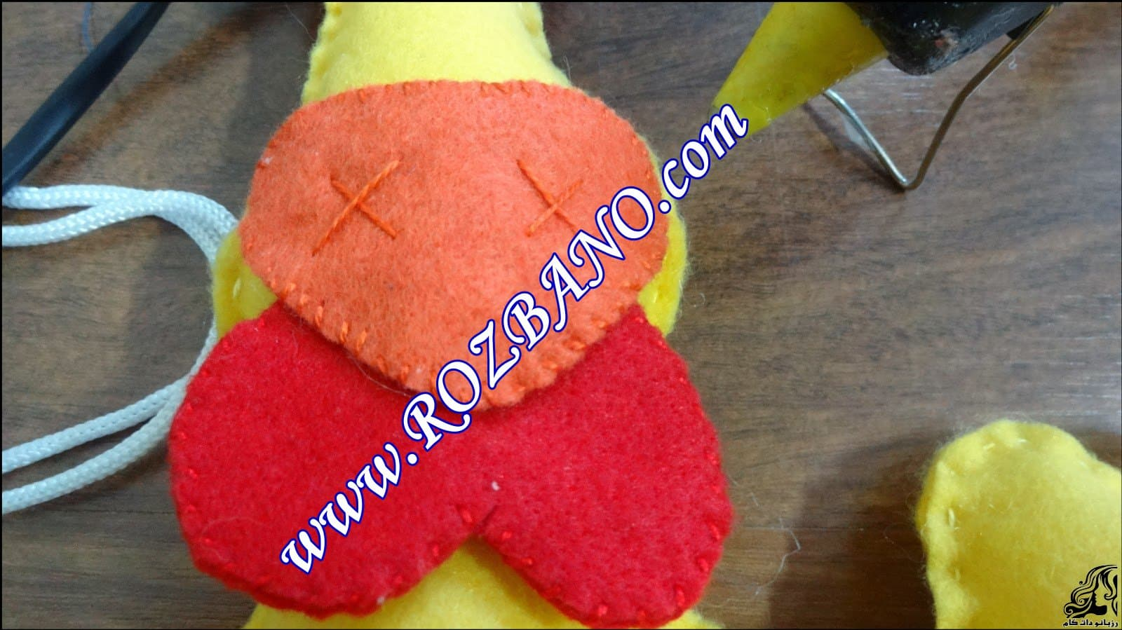 http://up.rozbano.com/view/2844107/Clamp%20Curtain%20Rooster%20Felt-16.jpg