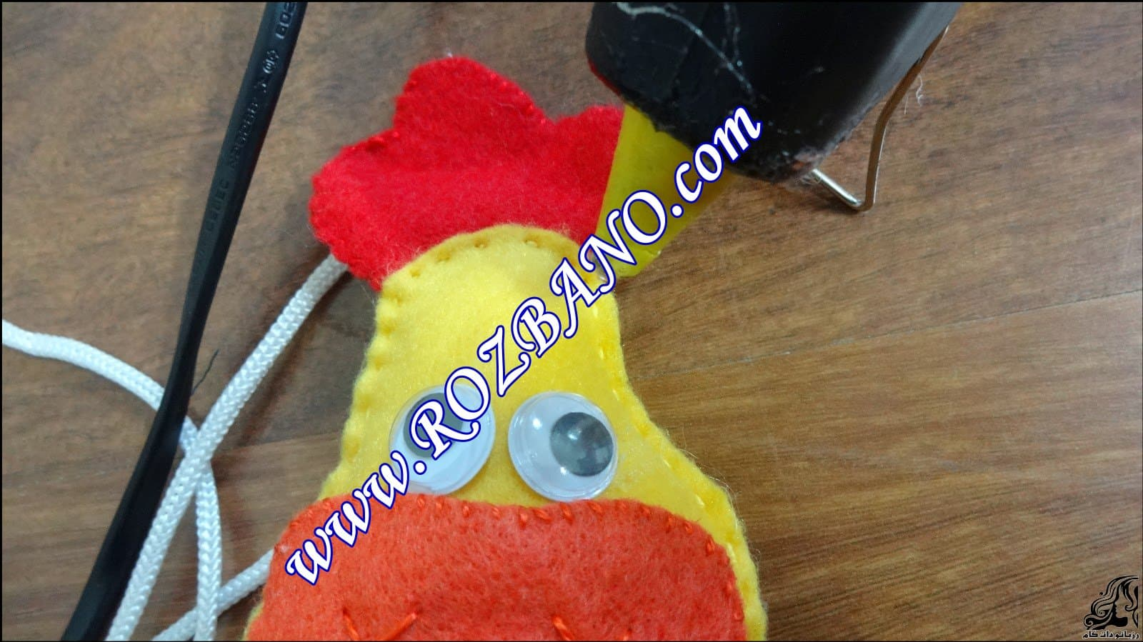 http://up.rozbano.com/view/2844108/Clamp%20Curtain%20Rooster%20Felt-17.jpg