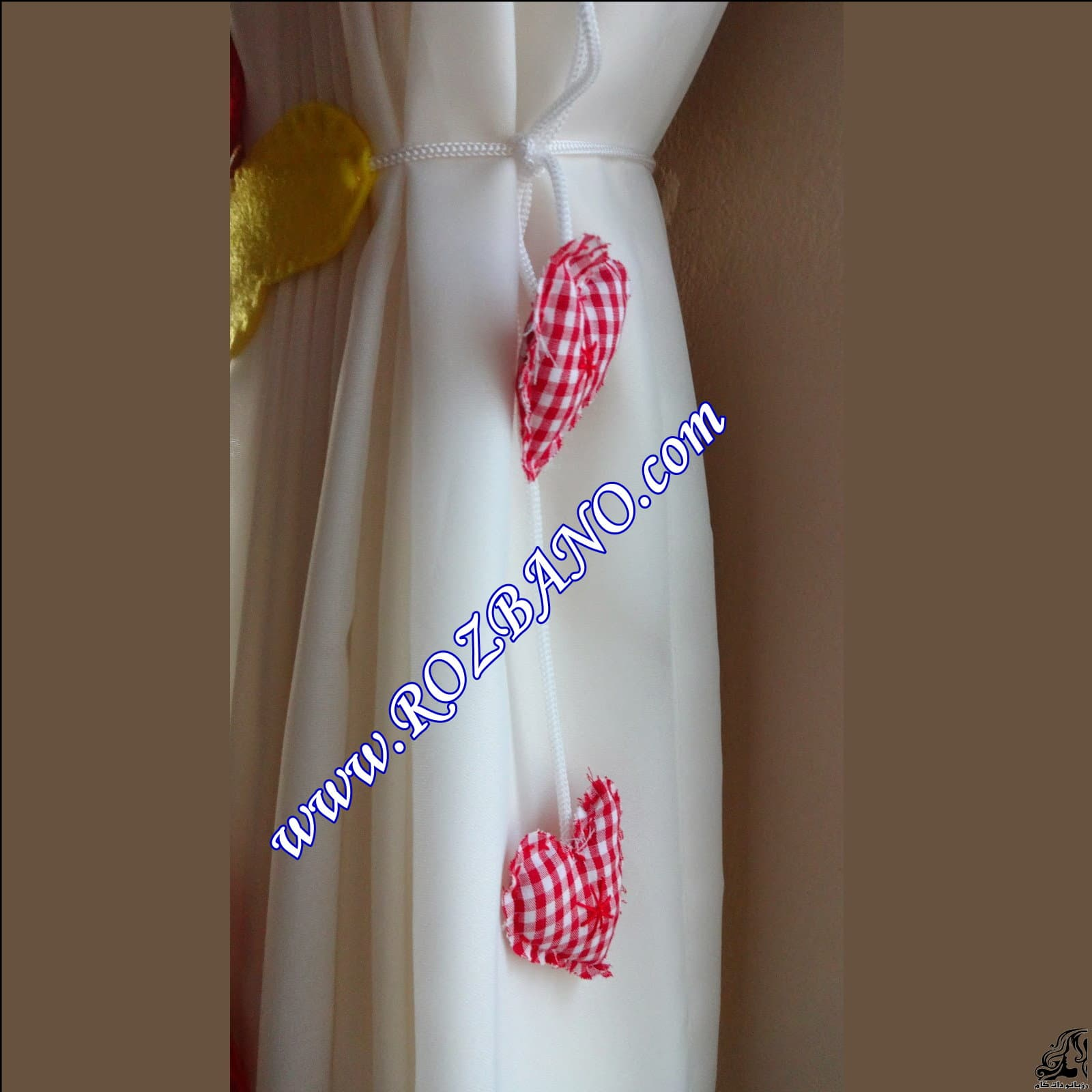 https://up.rozbano.com/view/2844113/Clamp%20Curtain%20Rooster%20Felt-23.jpg