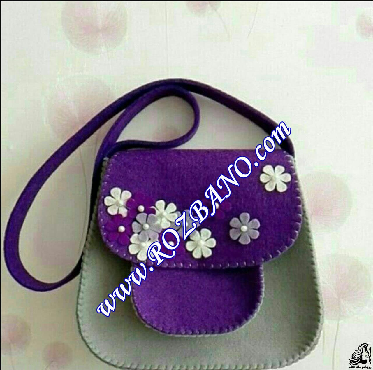http://up.rozbano.com/view/2851484/Felt%20bag%20sewing%20guide%20for%20girls.jpg