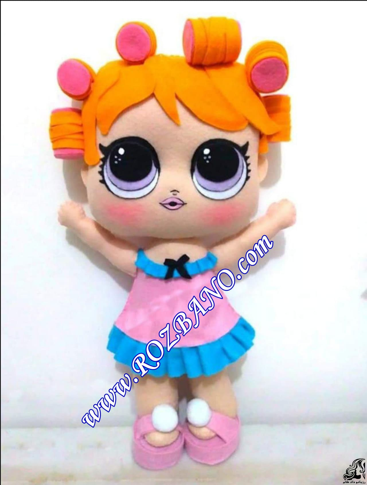 http://up.rozbano.com/view/2856678/Making%20sandals%20for%20dolls.jpg