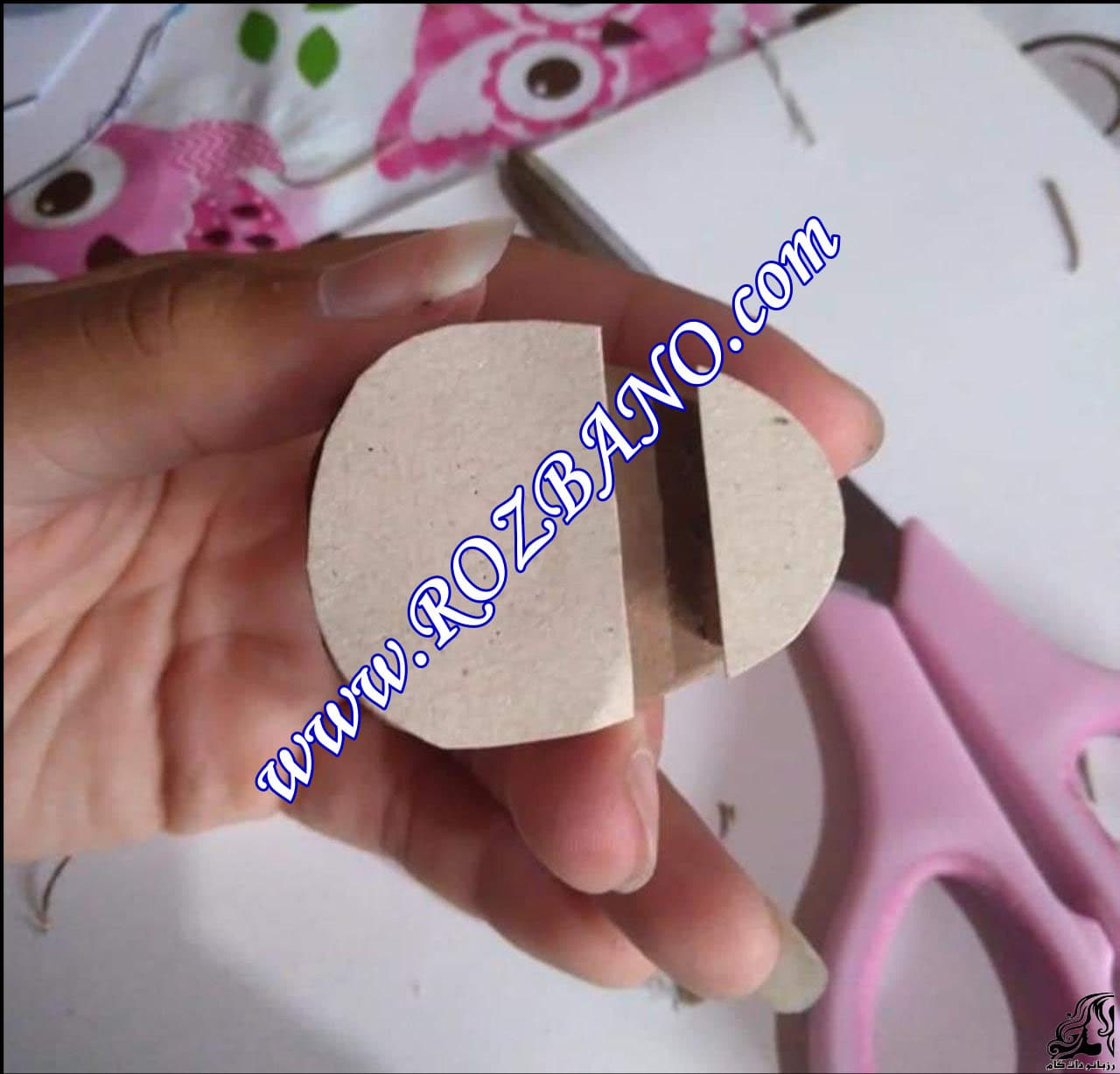 http://up.rozbano.com/view/2856681/Making%20sandals%20for%20dolls-03.jpg