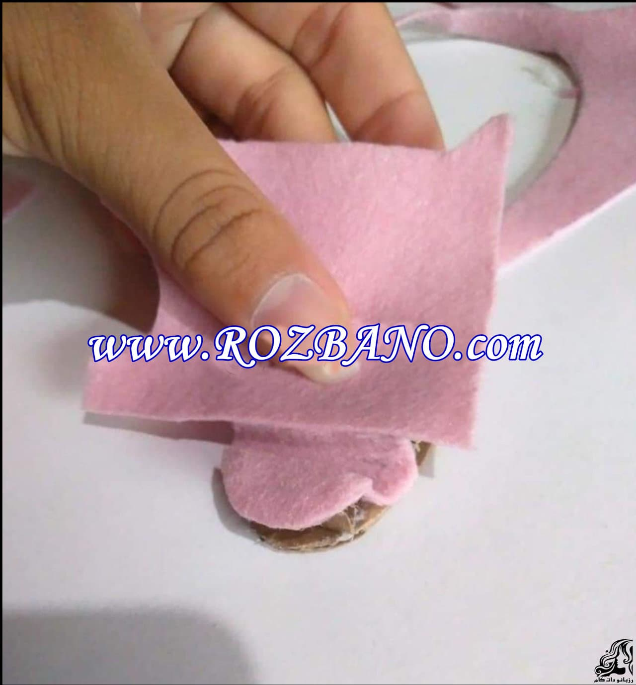 http://up.rozbano.com/view/2856685/Making%20sandals%20for%20dolls-07.jpg