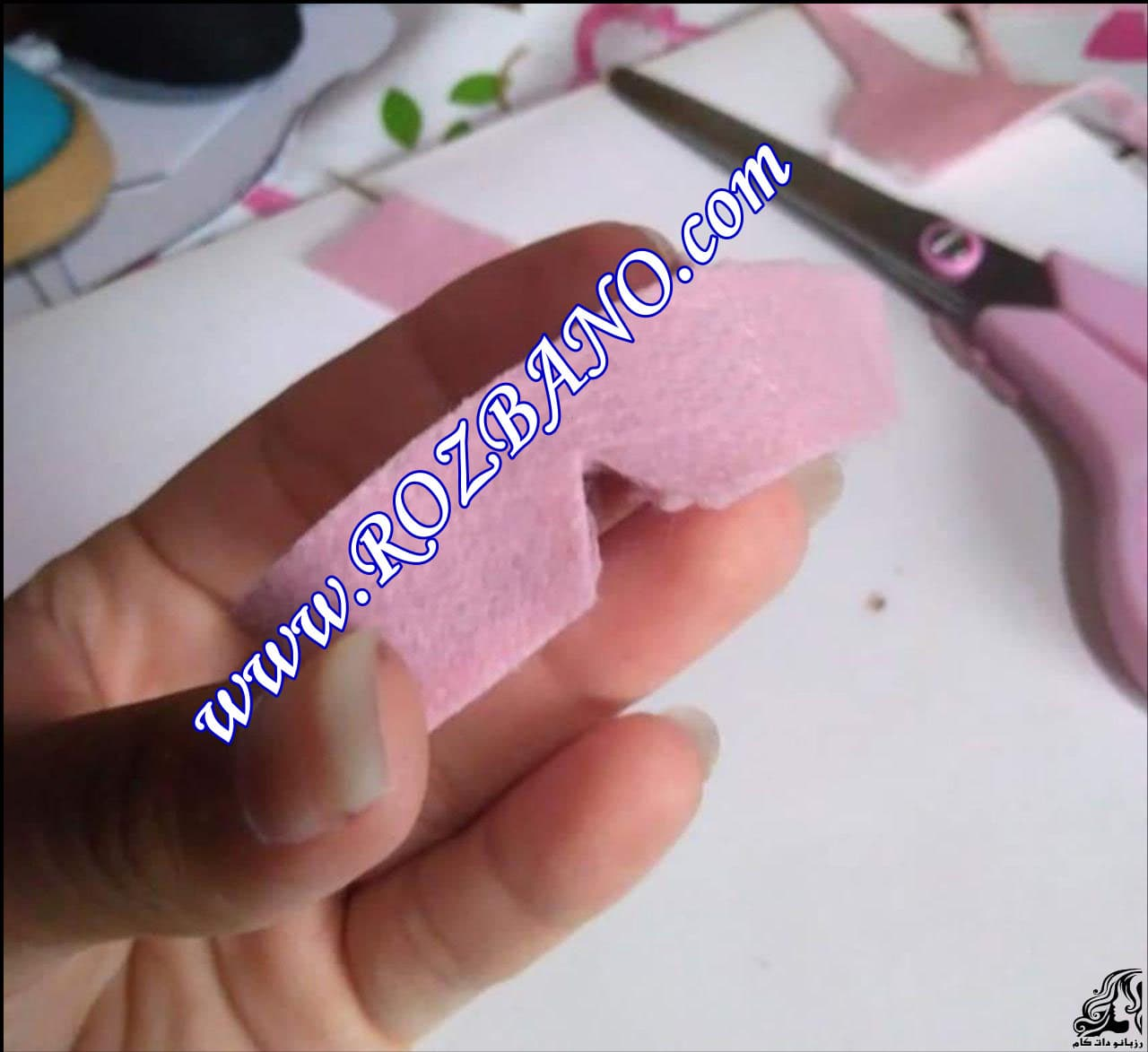 http://up.rozbano.com/view/2856687/Making%20sandals%20for%20dolls-09.jpg