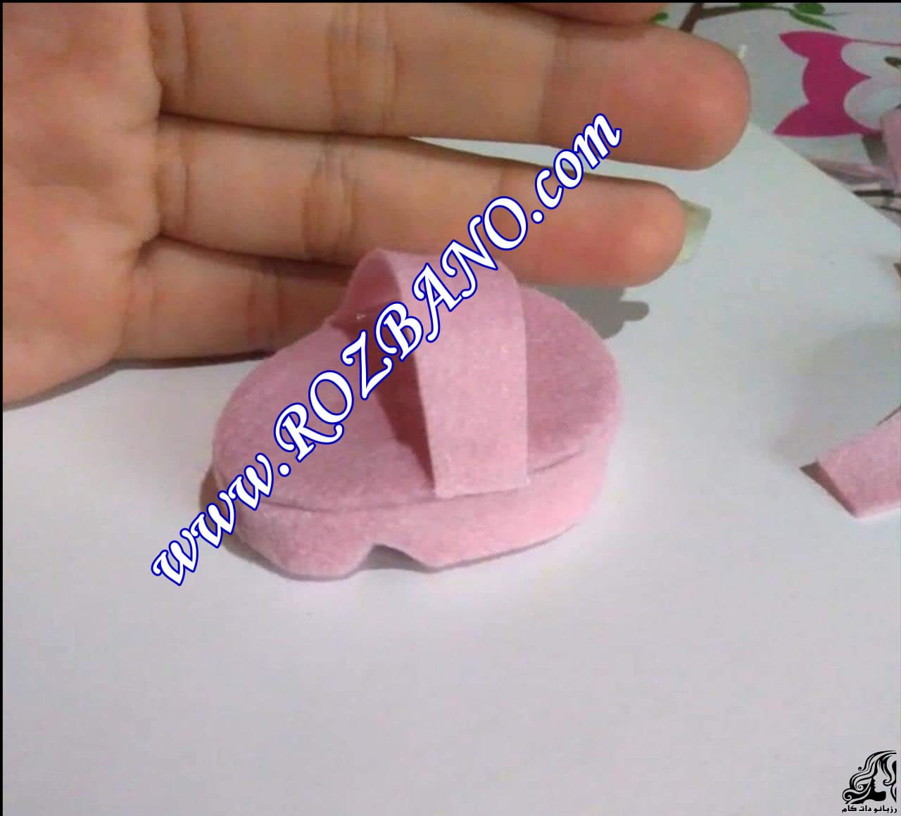 http://up.rozbano.com/view/2856690/Making%20sandals%20for%20dolls-12.jpg