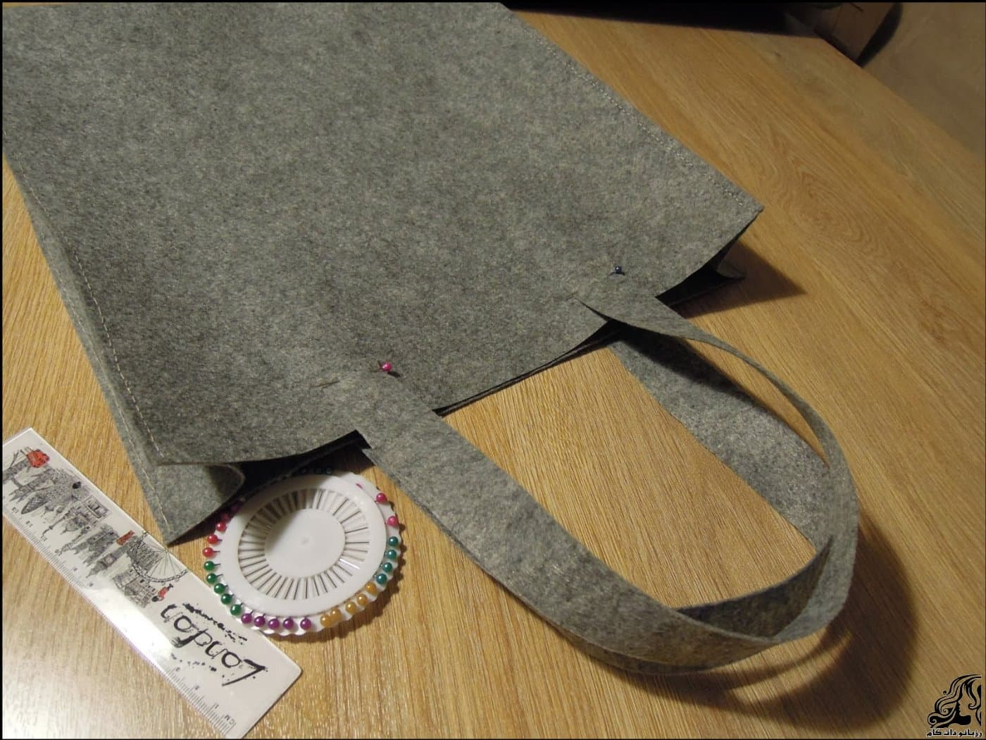 http://up.rozbano.com/view/2875365/Sewing%20handbag%20Felt-08.jpg