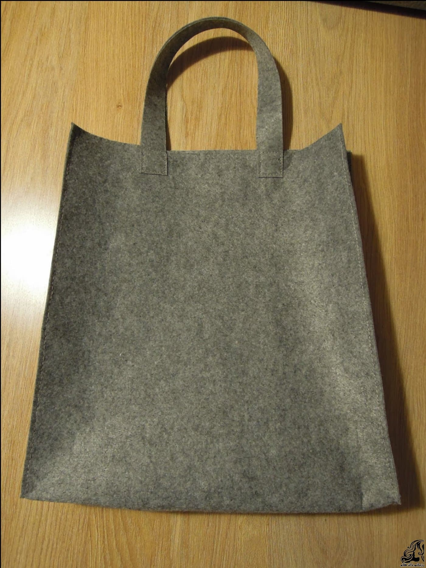 http://up.rozbano.com/view/2875366/Sewing%20handbag%20Felt-09.jpg