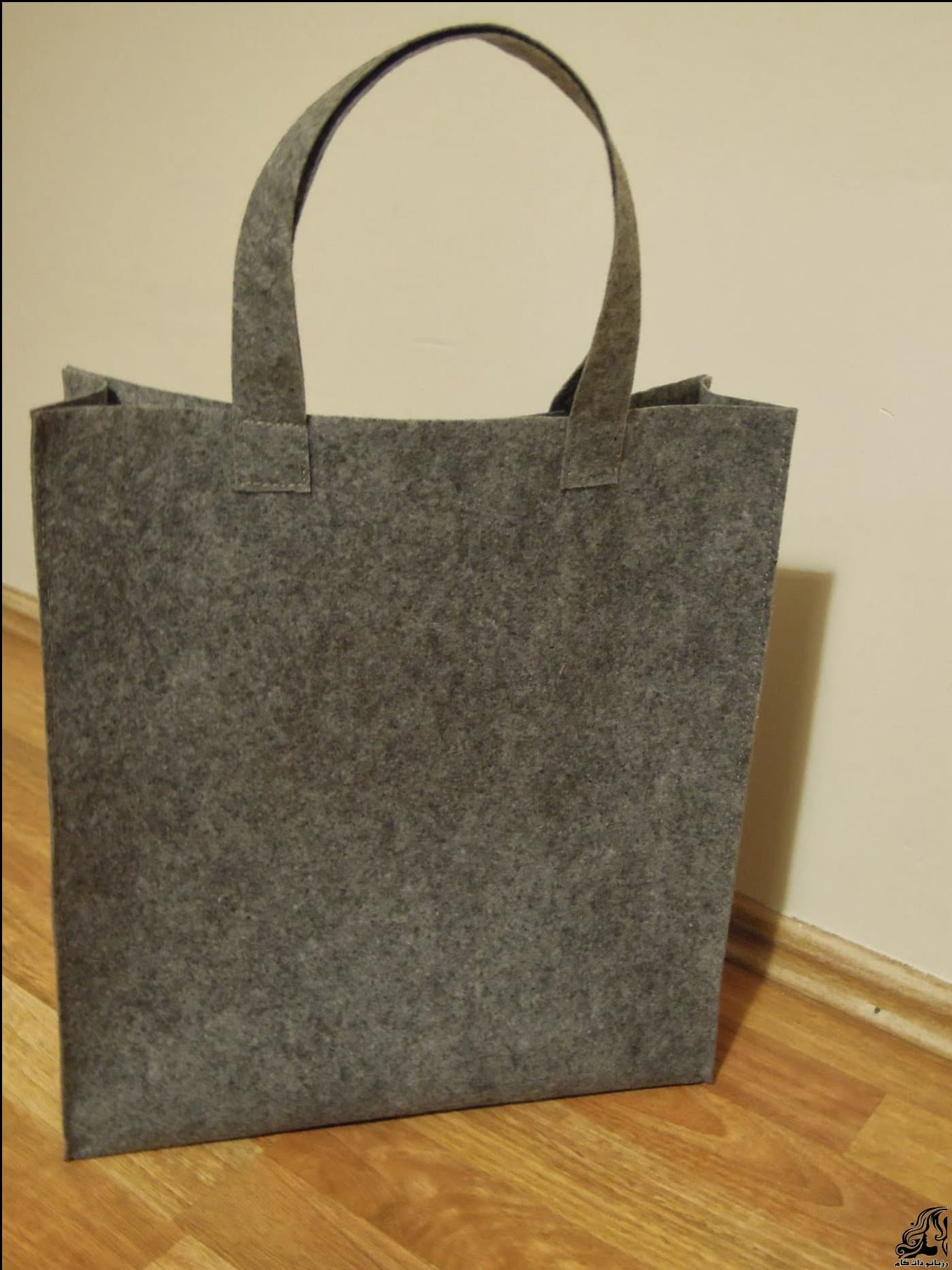 http://up.rozbano.com/view/2875367/Sewing%20handbag%20Felt-10.jpg