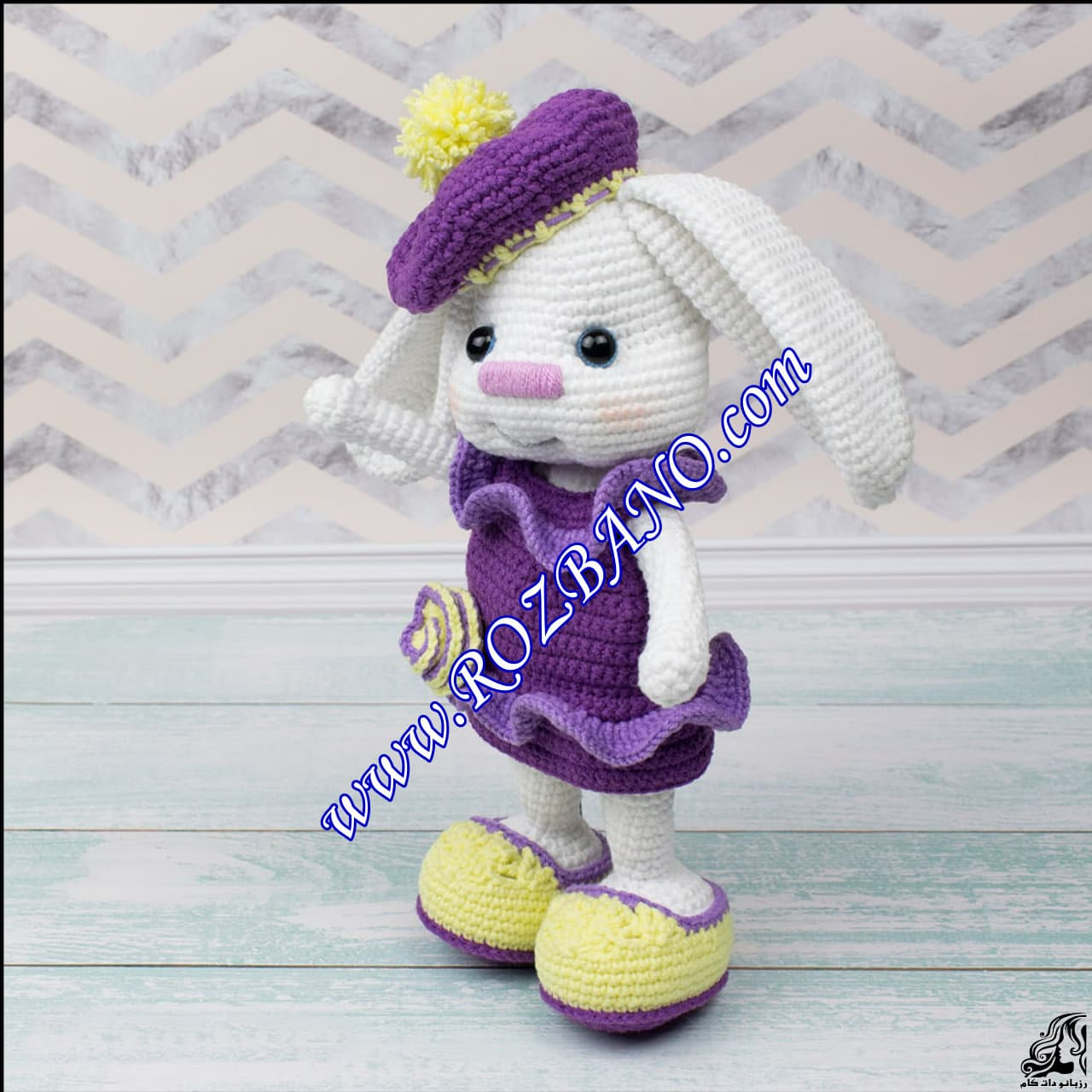 http://up.rozbano.com/view/2889556/Beautiful%20Doll%20Rabbit%20Tissue-04.jpg