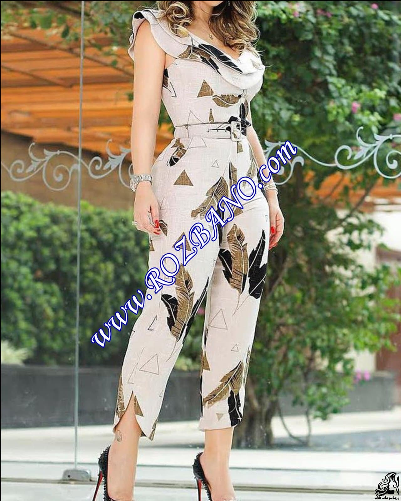 http://up.rozbano.com/view/2912302/Leaf%20Print%20Layered%20Ruffle%20Split%20Leg%20Jumpsuit.jpg