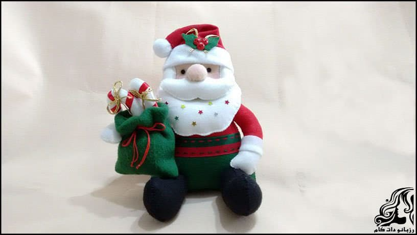 http://up.rozbano.com/view/2934606/Santa%20Claus%20sitting%20Doll.jpg