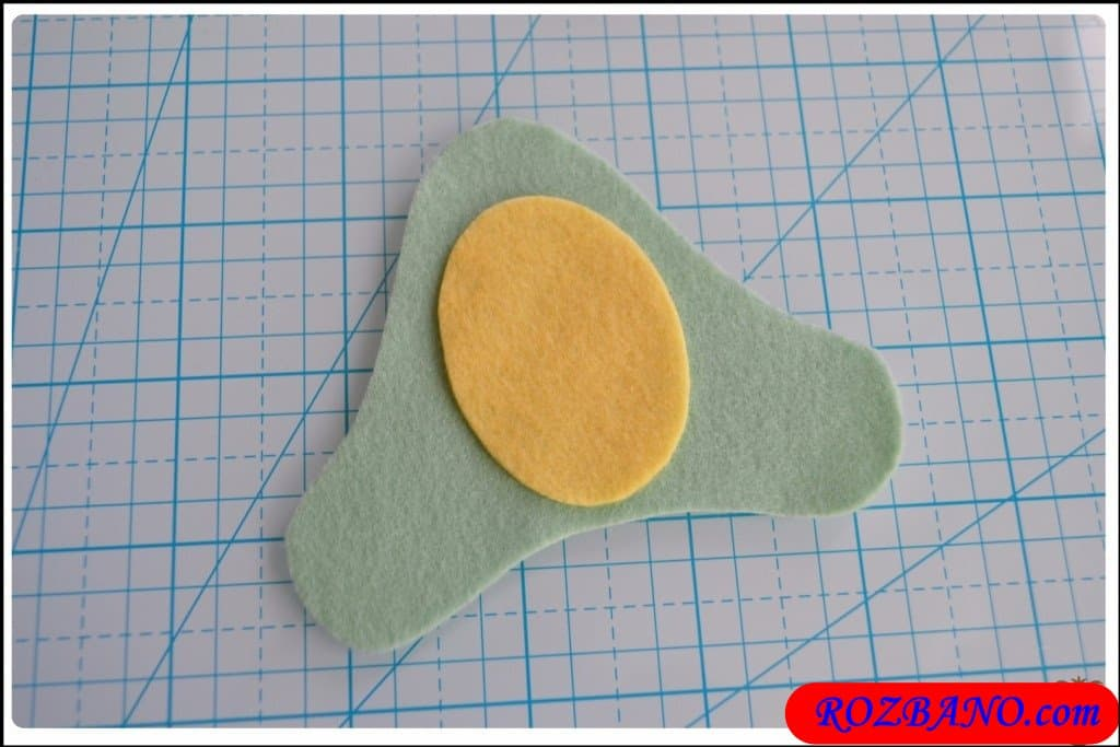 http://up.rozbano.com/view/2940404/Making%20Turtle%20Felt%20Dolls-06.jpg