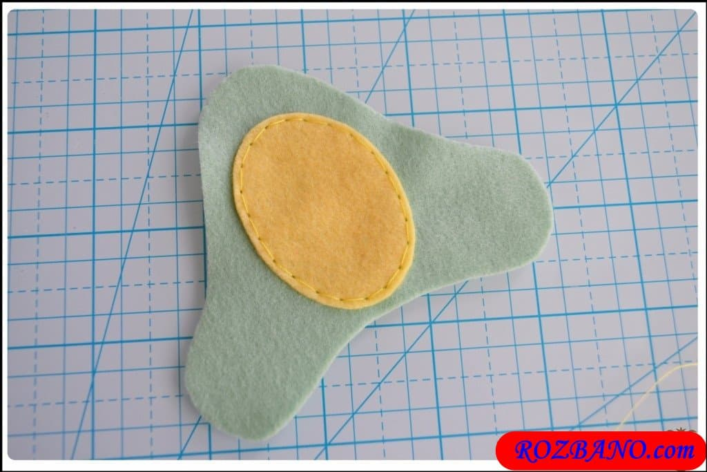 http://up.rozbano.com/view/2940405/Making%20Turtle%20Felt%20Dolls-07.jpg
