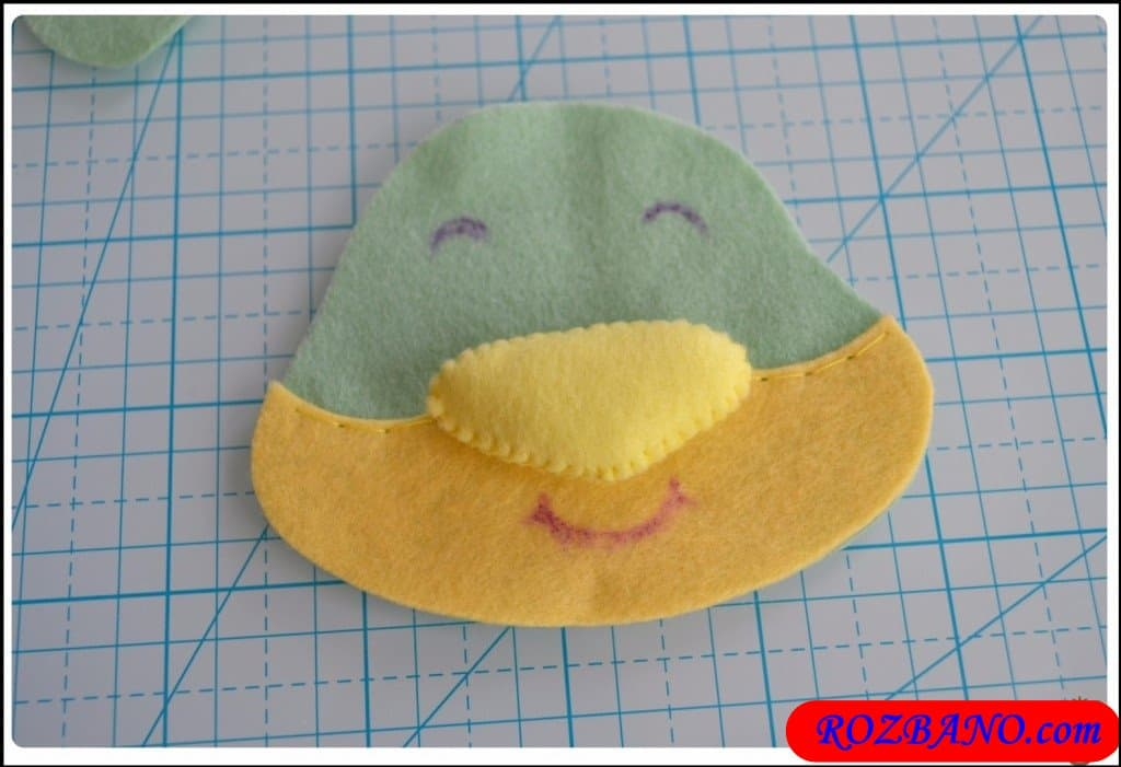 http://up.rozbano.com/view/2940408/Making%20Turtle%20Felt%20Dolls-10.jpg