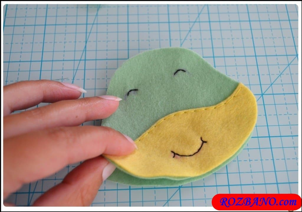 http://up.rozbano.com/view/2940410/Making%20Turtle%20Felt%20Dolls-12.jpg