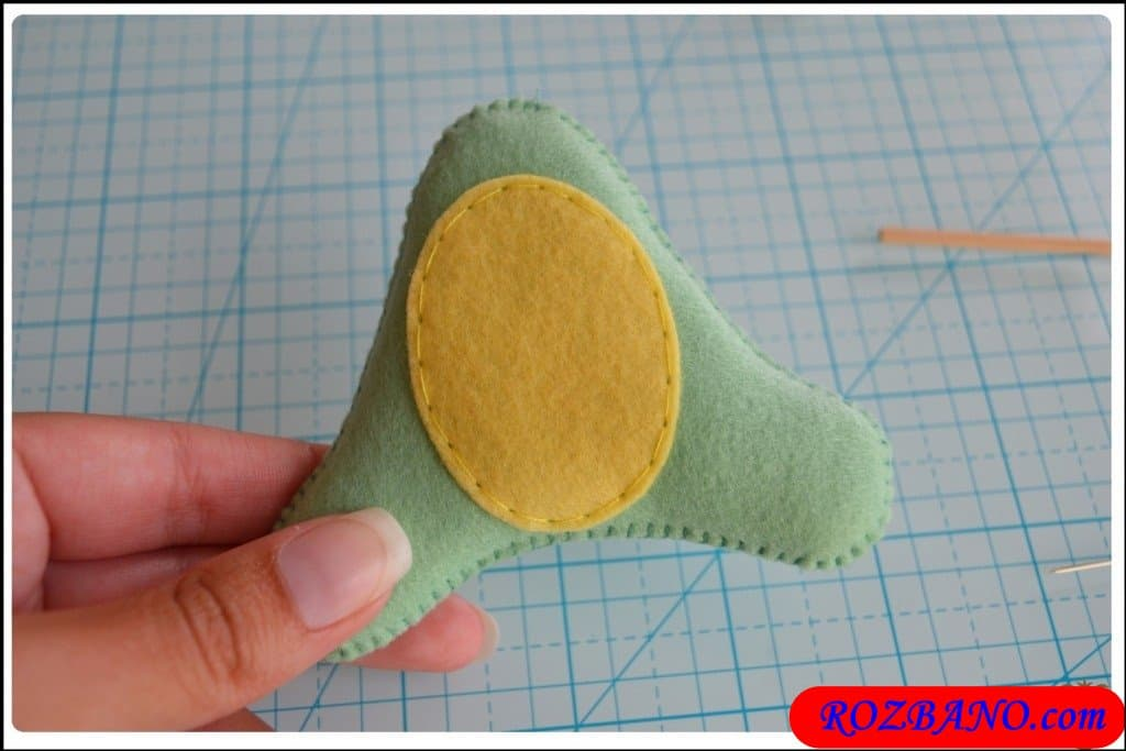 http://up.rozbano.com/view/2940414/Making%20Turtle%20Felt%20Dolls-16.jpg