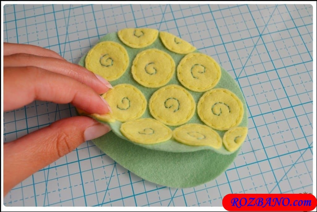http://up.rozbano.com/view/2940426/Making%20Turtle%20Felt%20Dolls-28.jpg