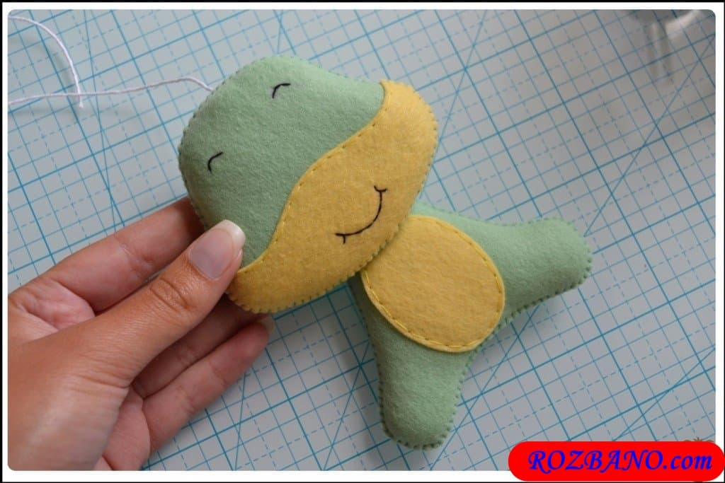 http://up.rozbano.com/view/2940428/Making%20Turtle%20Felt%20Dolls-30.jpg
