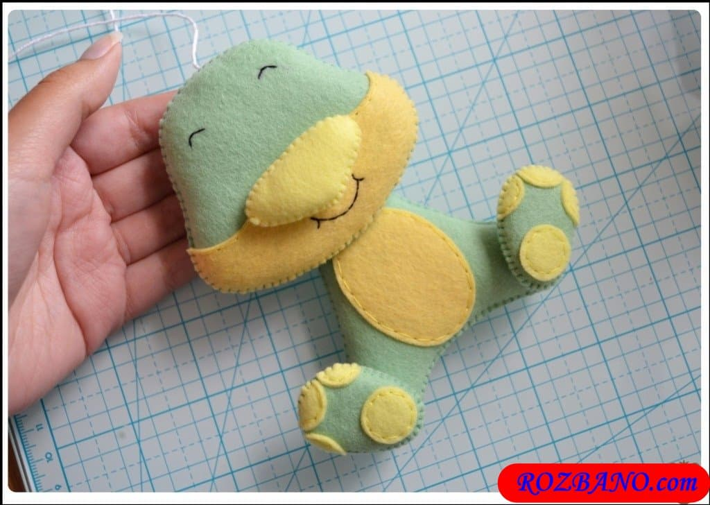 http://up.rozbano.com/view/2940429/Making%20Turtle%20Felt%20Dolls-31.jpg