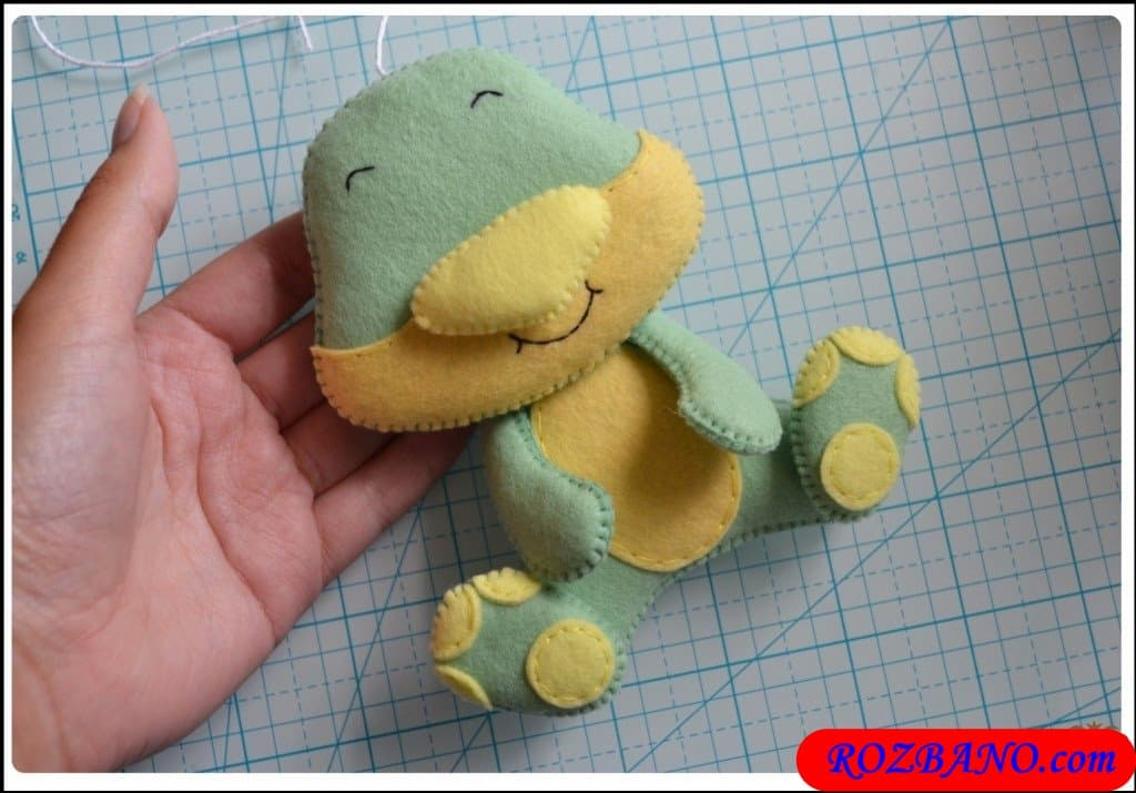 http://up.rozbano.com/view/2940430/Making%20Turtle%20Felt%20Dolls-32.jpg