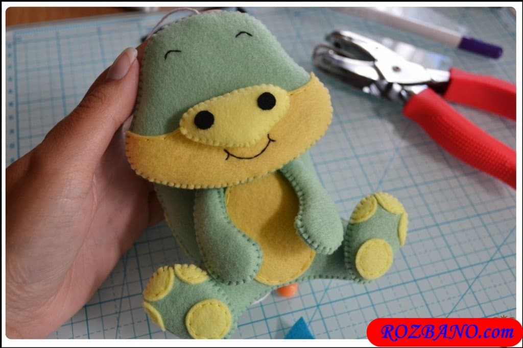 http://up.rozbano.com/view/2940433/Making%20Turtle%20Felt%20Dolls-35.jpg