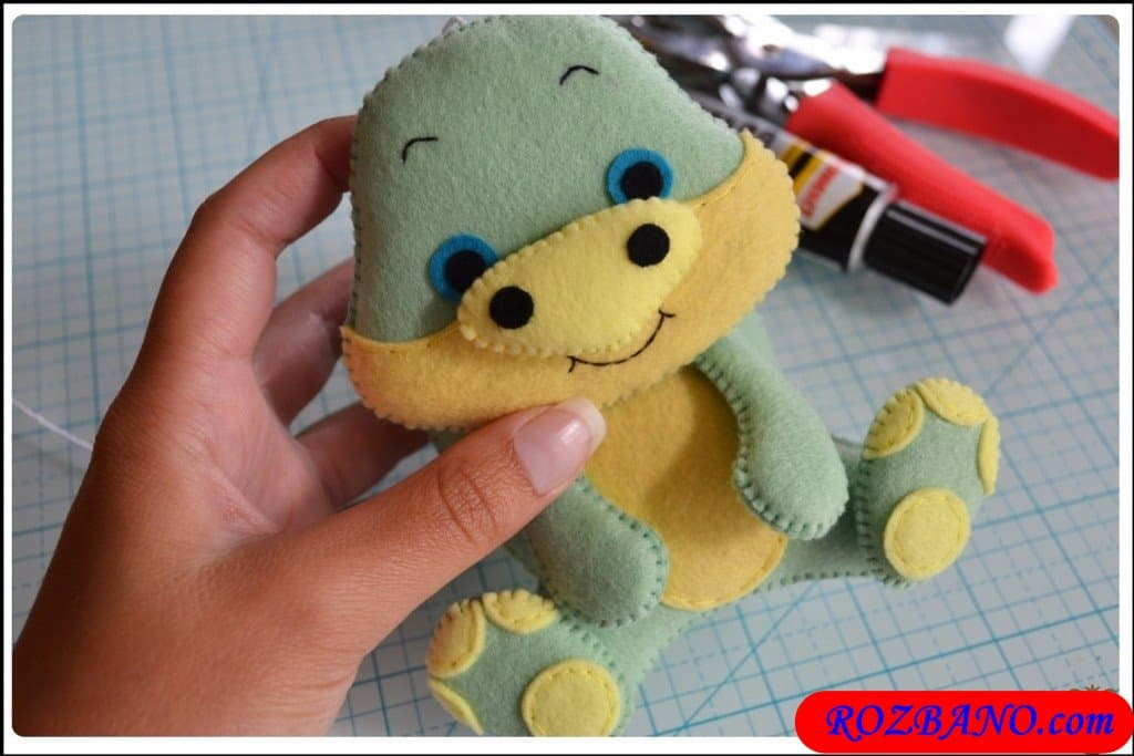 http://up.rozbano.com/view/2940435/Making%20Turtle%20Felt%20Dolls-37.jpg