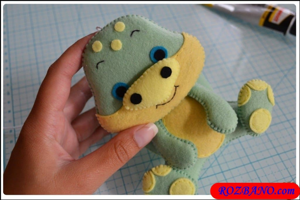 http://up.rozbano.com/view/2940436/Making%20Turtle%20Felt%20Dolls-38.jpg