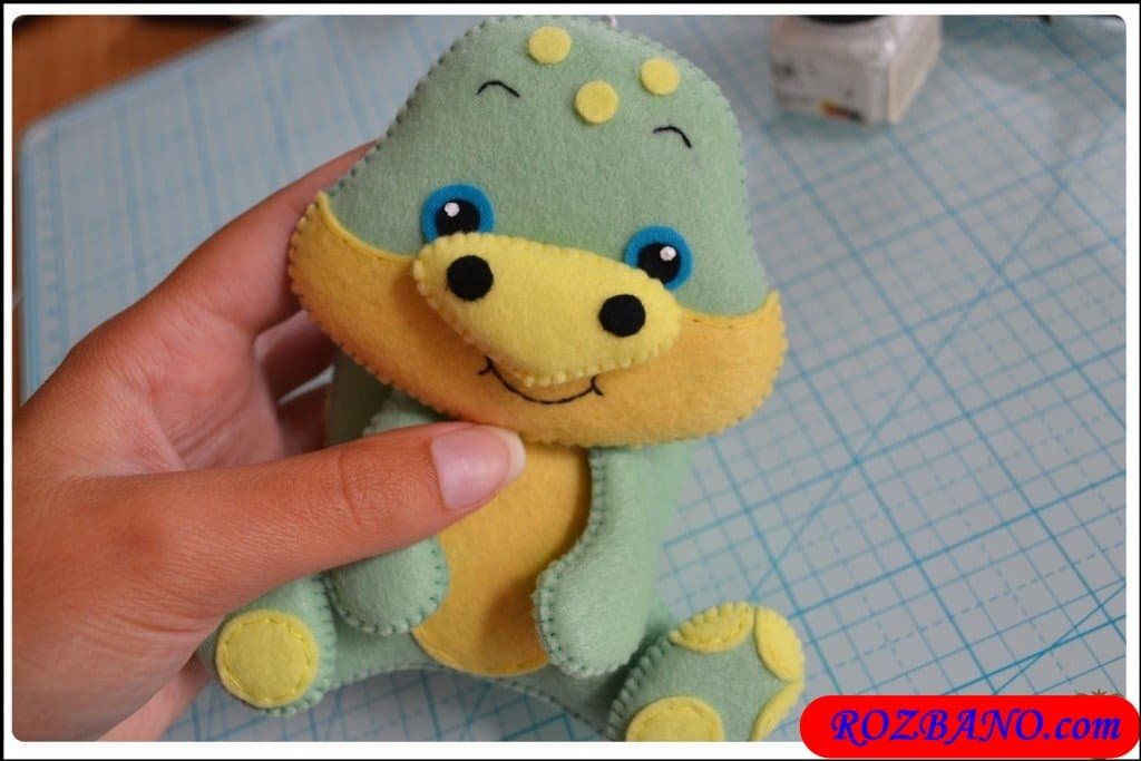 http://up.rozbano.com/view/2940437/Making%20Turtle%20Felt%20Dolls-39.jpg