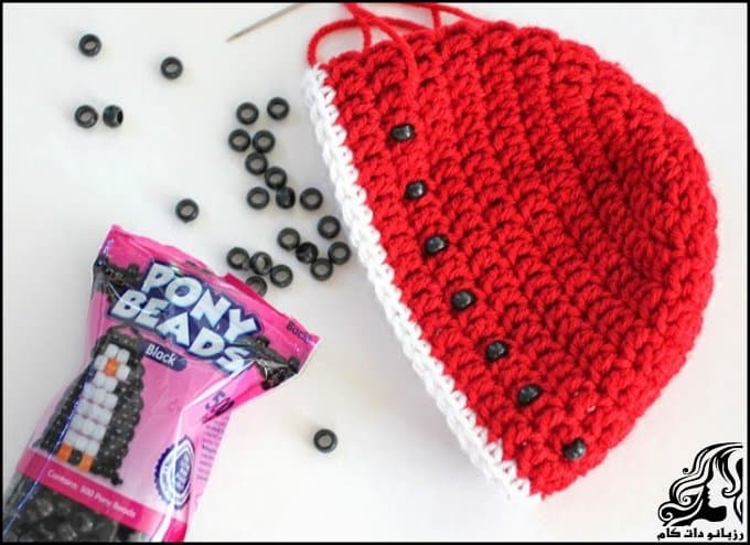 http://up.rozbano.com/view/3034052/Crocheted%20hats%20shaped%20watermelon-06.jpg