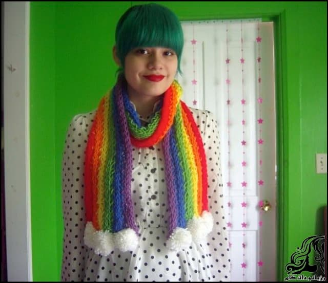 http://up.rozbano.com/view/3044055/Finger%20Knitted%20Rainbow%20Scarf-02.jpg