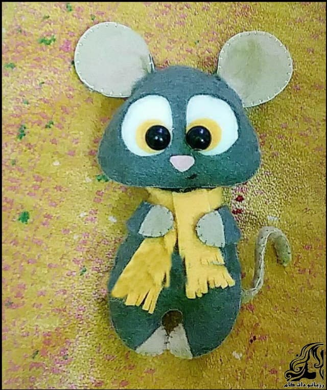 http://up.rozbano.com/view/3054170/Creating%20Felt%20Mouse%20doll-09.jpg