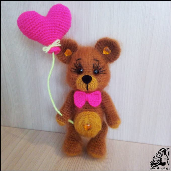http://up.rozbano.com/view/3075291/Valentine%20Bear%20Doll.jpg