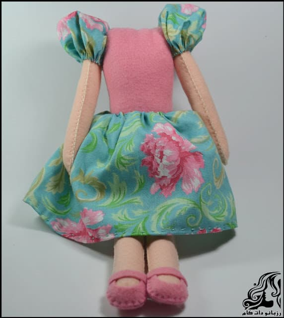 https://up.rozbano.com/view/3134048/Learn%20how%20to%20make%20a%20felt%20girl%20doll-32.jpg