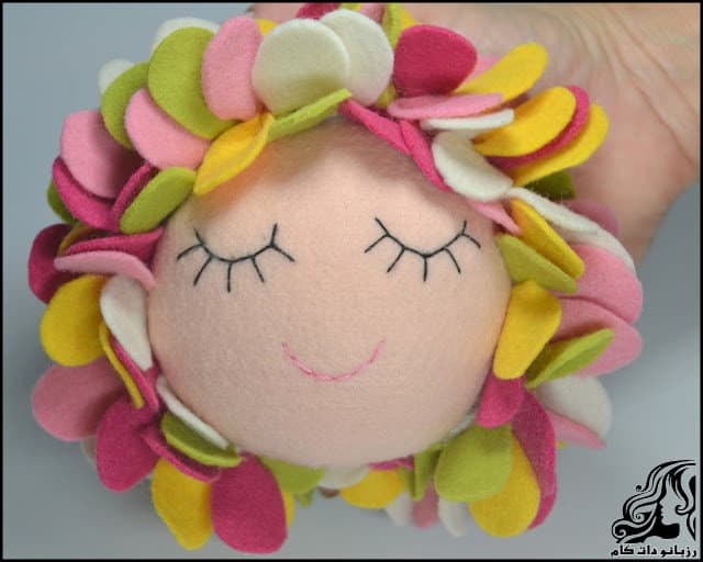 http://up.rozbano.com/view/3134069/Learn%20how%20to%20make%20a%20felt%20girl%20doll-52.jpg