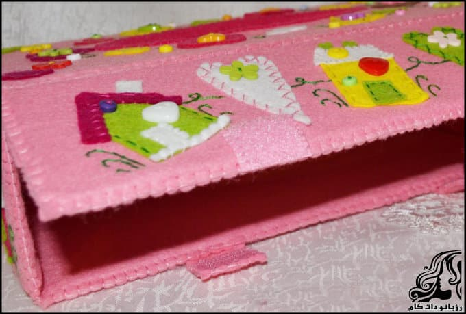 http://up.rozbano.com/view/3135701/Making%20a%20felt%20paper%20napkin%20holder-15.jpg