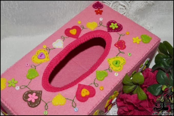 http://up.rozbano.com/view/3135705/Making%20a%20felt%20paper%20napkin%20holder-19.jpg