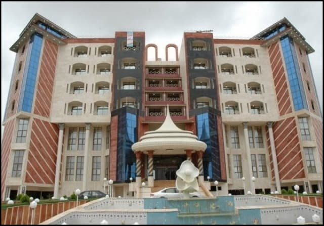 http://up.rozbano.com/view/3146818/The%20best%20hotel%20prices%20in%20Iranian%20cities-02.jpg