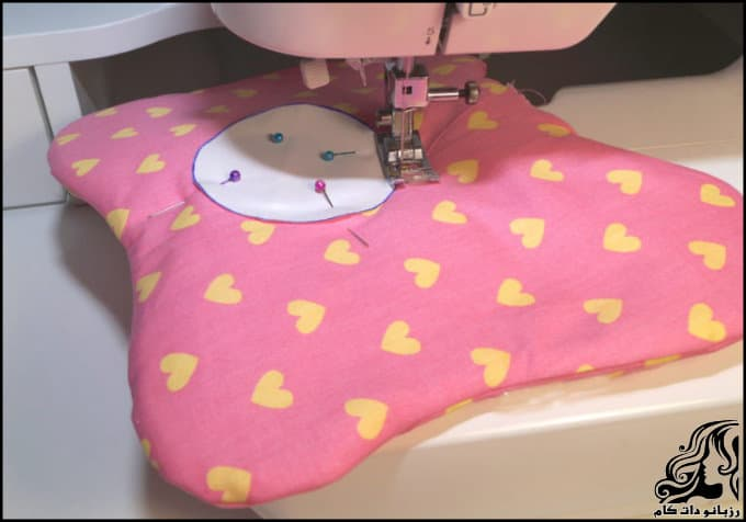 http://up.rozbano.com/view/3190756/Sewing%20breastfeeding%20pillows-05.jpg