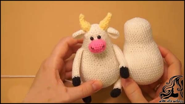 https://up.rozbano.com/view/3309509/Knitted%20cowboy%20cow%20doll-07.jpg