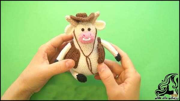 https://up.rozbano.com/view/3309523/Knitted%20cowboy%20cow%20doll-20.jpg