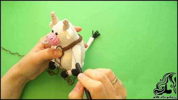 https://up.rozbano.com/view/3309530/Knitted%20cowboy%20cow%20doll-27.jpg